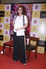 Sonali Bendre unveils Anusha Subramaniam�s book Never Gone on 28th Sept 2016 (29)_57ecb1d3d4b34.JPG