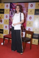 Sonali Bendre unveils Anusha Subramaniam�s book Never Gone on 28th Sept 2016 (30)_57ecb1d49097f.JPG
