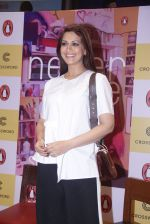 Sonali Bendre unveils Anusha Subramaniam�s book Never Gone on 28th Sept 2016 (31)_57ecb1d549213.JPG