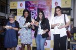 Sonali Bendre unveils Anusha Subramaniam�s book Never Gone on 28th Sept 2016 (4)_57ecb1c28432c.JPG
