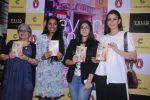 Sonali Bendre unveils Anusha Subramaniam�s book Never Gone on 28th Sept 2016 (9)_57ecb1c5d574a.JPG