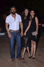 Sunil Shetty, Mana Shetty, Athiya Shetty at Reema jain bday party in Amadeus NCPA on 28th Sept 2016 (900)_57ecbe0ebf9f4.JPG