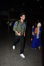 Sushant Singh Rajput snapped at airport on 28th Sept 2016 (20)_57ecb1357bd84.JPG