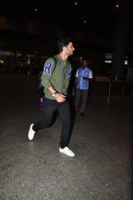 Sushant Singh Rajput snapped at airport on 28th Sept 2016 (22)_57ecb136ed73d.JPG