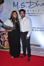 Honey Bhagnani, Dheeraj Deshmukh at MS Dhoni premiere in Mumbai on 29th Sept 2016 (20)_57ee341f348ad.JPG