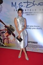 Kiara Advani at MS Dhoni premiere in Mumbai on 29th Sept 2016 (49)_57ee33db3319a.JPG