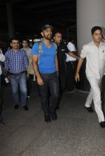 Mahendra Singh Dhoni snapped at airport on 29th Sept 2016 (39)_57ee2c9fbf2d0.JPG