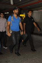 Mahendra Singh Dhoni snapped at airport on 29th Sept 2016 (43)_57ee2ca795db3.JPG
