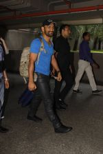 Mahendra Singh Dhoni snapped at airport on 29th Sept 2016 (45)_57ee2cac3fad9.JPG