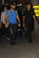 Mahendra Singh Dhoni snapped at airport on 29th Sept 2016 (41)_57ee2ca4885de.JPG