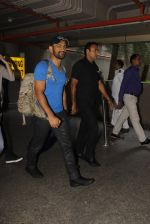 Mahendra Singh Dhoni snapped at airport on 29th Sept 2016 (44)_57ee2caa6ae77.JPG