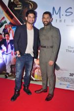 Mahendra Singh Dhoni, Sushant Singh Rajput at MS Dhoni premiere in Mumbai on 29th Sept 2016 (85)_57ee33f7e94fc.JPG