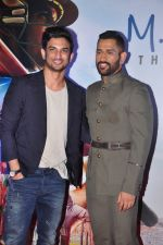 Mahendra Singh Dhoni, Sushant Singh Rajput at MS Dhoni premiere in Mumbai on 29th Sept 2016 (87)_57ee3431a6d18.JPG