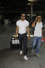 Upen Patel snapped at airport on 29th Sept 2016 (43)_57ee2cad7f9b5.JPG