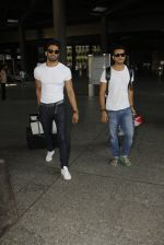 Upen Patel snapped at airport on 29th Sept 2016 (46)_57ee2cb3ee445.JPG