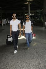 Upen Patel snapped at airport on 29th Sept 2016 (48)_57ee2cb766ac1.JPG