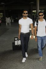 Upen Patel snapped at airport on 29th Sept 2016 (49)_57ee2cb83dea8.JPG