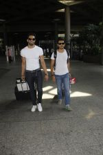 Upen Patel snapped at airport on 29th Sept 2016 (47)_57ee2cb5bfd3e.JPG