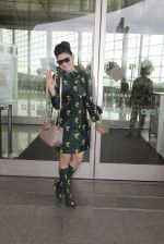 Urvashi Rautela snapped at airport on 29th Sept 2016 (26)_57ee2cc5198ba.JPG