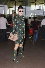Urvashi Rautela snapped at airport on 29th Sept 2016 (27)_57ee2cc7079ef.JPG