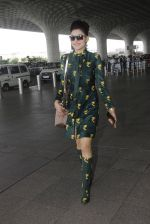 Urvashi Rautela snapped at airport on 29th Sept 2016 (31)_57ee2cccc16e2.JPG