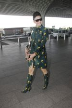 Urvashi Rautela snapped at airport on 29th Sept 2016 (33)_57ee2cd201e9a.JPG
