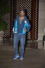 Varun Dhawan snapped at Antila for ISL meet on 29th Sept 2016 (26)_57ee30e46b652.JPG
