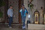 Varun Dhawan snapped at Antila for ISL meet on 29th Sept 2016 (29)_57ee30e818e49.JPG