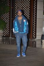 Varun Dhawan snapped at Antila for ISL meet on 29th Sept 2016 (34)_57ee30ed43473.JPG