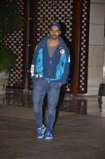 Varun Dhawan snapped at Antila for ISL meet on 29th Sept 2016 (39)_57ee30f1a7512.JPG