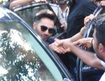 Varun Dhawan snapped in his Badrinath Ki DhulaniBadrinath Ki Dulhania look post the shoot in Borivli on 29th Sept 2016 (13)_57ee2ec72530f.JPG