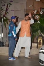 Varun Dhawan, Abhishek Bachchan snapped at Antila for ISL meet on 29th Sept 2016 (41)_57ee3148dfdec.JPG