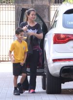 Amrita Arora snapped as she gets son from school on 30th Sept 2016 (3)_57effa06b3845.JPG