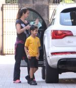 Amrita Arora snapped as she gets son from school on 30th Sept 2016 (5)_57effa08f12cb.JPG