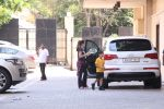 Amrita Arora snapped as she gets son from school on 30th Sept 2016 (6)_57effa09f2031.JPG