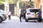 Amrita Arora snapped as she gets son from school on 30th Sept 2016 (7)_57effa0b9d197.JPG