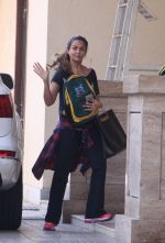 Amrita Arora snapped as she gets son from school on 30th Sept 2016 (9)_57effa0e6d42f.JPG