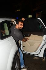 Kunal Deshmukh snapped post dinner on 30th Sept 2016 (1)_57effa539aaf9.JPG