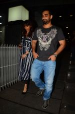 Kunal Deshmukh snapped post dinner on 30th Sept 2016 (4)_57effa56b7a30.JPG