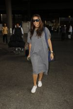 Neha Dhupia snapped at airport on 30th Sept 2016 (7)_57eff9ec29307.JPG