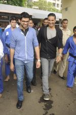 Aditya Thackeray, Akshay Kumar for prize distribution for female martial arts for self defense course on 2nd Oct 2016 (67)_57f11cc870567.JPG