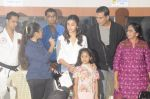 Alia Bhatt and Akshay Kumar for prize distribution for female martial arts for self defense course on 2nd Oct 2016 (15)_57f11ccdb482c.JPG