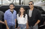 Alia Bhatt and Akshay Kumar for prize distribution for female martial arts for self defense course on 2nd Oct 2016 (4)_57f11d1f0cfad.JPG