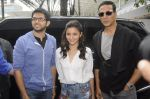 Alia Bhatt and Akshay Kumar for prize distribution for female martial arts for self defense course on 2nd Oct 2016 (6)_57f11c730257e.JPG