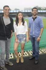 Alia Bhatt, Aditya Thackeray, Akshay Kumar for prize distribution for female martial arts for self defense course on 2nd Oct 2016 (58)_57f11cd4f253d.JPG