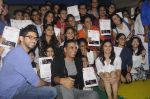 Alia Bhatt, Aditya Thackeray, Akshay Kumar for prize distribution for female martial arts for self defense course on 2nd Oct 2016 (69)_57f11d078fbc9.JPG