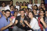 Alia Bhatt, Aditya Thackeray, Akshay Kumar for prize distribution for female martial arts for self defense course on 2nd Oct 2016 (77)_57f11cdab39d5.JPG