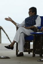 Amitabh Bachchan at NDTV Cleanathon campaign in Juhu Beach on 2nd Oct 2016 (2)_57f11d3baa1fe.JPG