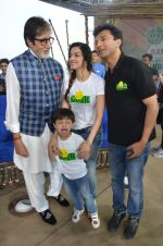 Amitabh Bachchan, Divya Kumar at NDTV Cleanathon campaign in Juhu Beach on 2nd Oct 2016 (78)_57f11d45a3154.JPG