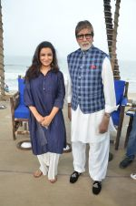 Amitabh Bachchan, Tisca Chopra at NDTV Cleanathon campaign in Juhu Beach on 2nd Oct 2016 (83)_57f11d472000e.JPG